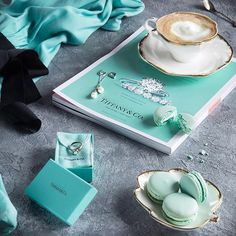 Surround yourself with beauty. Azul Tiffany, Verde Tiffany, Tiffany And Co, Mint Aesthetic, Classy Aesthetic, Aesthetic Colors, Aesthetic Vintage, Pierre Turquoise, Bleu Turquoise