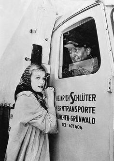 """Hildegard Knef, Hans Albers in """"Nachts auf den Straßen"""" (Rudolf Jugert, 1952)"""