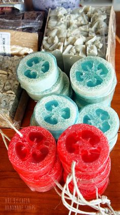 Art by Chela *: Jabones Naturales* Art by Chela *: Jabones Naturales Homemade Soap Recipes, Homemade Gifts, Diy Gifts, Little Presents, Soap Shop, Soap Packaging, Homemade Beauty Products, Home Made Soap, Handmade Soaps