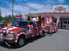 Party Wears has all you will need for your Canada Day Float decorations Homecoming Floats, Homecoming Themes, Homecoming Parade, 4th Of July Parade, Fourth Of July, Fall Festival Activities, Boy Scout Crafts, Christmas Float Ideas, Birthday Pranks