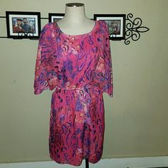 """Chiffon Feather Print Dress Fuchsia Pink Madison Paige II brand. Size 1X. (16/18) Chiffon polyester material- fully lined with a stretchy poly lining.  Fuchsia pink color with """"feather montage"""" pattern in purple, black, & yellow. Elastic waist with tie belt accentuates the midsection perfectly. 3/4 length sheer batwing/butterfly sleeves. Length measurement (from top of shoulder to bottom hem- 39"""" Bust- from pit to pit- 23 1/2"""" (My 42DD bust fits fine) Waist- 17 1/2"""" not stretched. 24""""…"""