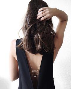 WWW.FASHIIONCARPET.COM fashiioncarpet-nina-schwichtenberg-fashionblogger-germanfashionblogger-hair-clavi-cut-waves-minimalistic-circle-necklace