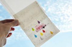papier wordt bloem! geboortekaartje gedrukt op bloemzaadpapier. dek het papier af met wat aarde en hou het vochtig. na een week ontkiemen de eerste zaadjes.
