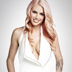 Lauren Bedford Russell - I want her pink hair :)