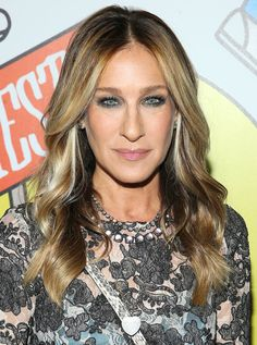 Sarah Jessica Parker Photos - Sarah Jessica Parker attends at the 2017 Obie Awards at Webster Hall on May 2017 in New York City. - Sarah Jessica Parker Photos - 242 of 16393 Hair Color For Brown Eyes, Brown Blonde Hair, Cool Hair Color, Hair Colors, Winter Hairstyles, Trendy Hairstyles, Sarah Jessica Parker Cheveux, Fall Winter Hair Color, Fall Hair