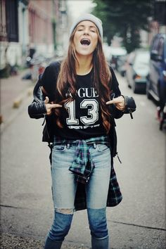 Street style with tied shirt and the jeans that make a good contrast. http://believeinmystyle.weebly.com/fashion.html