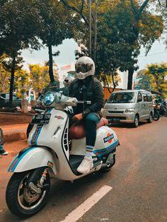 Vespa 300, Vespa Sprint, Motor Scooters, Vespa Scooters, Scooter Custom, Martini Racing, Bike Art, Super Sport, Car Photos