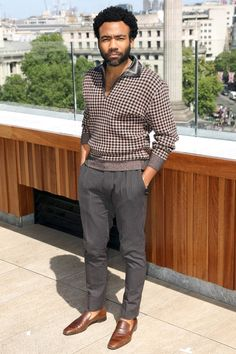 How to Dress Like Donald Glover (a. Childish Gambino) - The Modest Man Trajes Business Casual, Business Casual Outfits, Chic Outfits, Business Casual Black Men, Donald Glover, Moda Retro, Look Man, Best Dressed Man, Herren Outfit