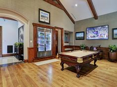 "Billiards Room / Man Cave with self-serve ""bar""... perfect!"