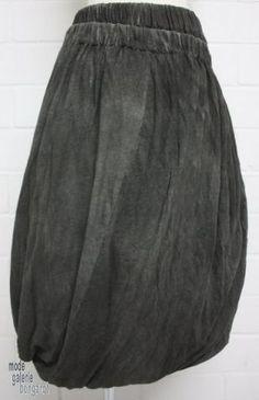 "www.modegalerie-bongardt.de - rundholz mode, rundholz black label, rundholz dip Rundholz black label Winter 2015 Mega-Rock twisted ""double"" gesprayed...verfügbar in 2 verschiedenen Farben ! 3700306-W15 Balloon Skirt, Pantalon Large, German Fashion, Cool Style, My Style, Clothing Hacks, Fashion Labels, Skirt Fashion, Vintage Fashion"