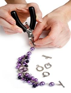 Jewelry Making Online is the site for hundreds of new and exciting, original and inspiring ideas for making (and selling) your own jewellery.