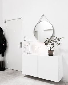 10 tips how to achieve a minimal scandinavian bedroom 35 Room Inspiration, Interior Inspiration, Interior Architecture, Interior And Exterior, Minimal Decor, Scandinavian Bedroom, My New Room, Entryway Decor, Interior Design Living Room