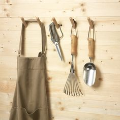 5 Beechwood Hooks from manufactum.com for mudroom and bathrooms