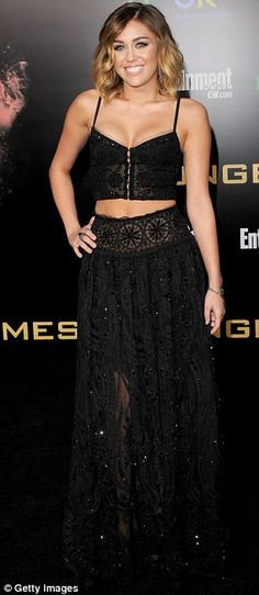 her outfit and makeup and hair and just everything were perfect at the Hunger Games premiere!
