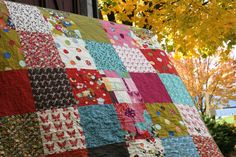 I warned you about these repeat quilts. I'm going to show you anyway, even though they're similar to nearly exact replicas of quilts I've already shown here, so you can feel free to skip it... (I'm...