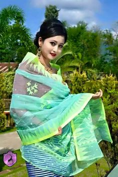 Myanmar Traditional Dress, Traditional Dresses, India Beauty, Asian Beauty, Online Marriage, Beautiful People, Beautiful Women, Northeast India, Bollywood Party