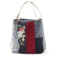 color/pattern ideas - a // orig: Saco grande – Mirtilo Patchwork Bags, Quilted Bag, Bag Quilt, Lace Bag, Diy Bags Purses, Craft Bags, Denim Bag, Purse Patterns, Fabric Bags