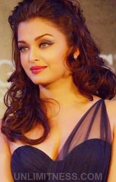 Aishwarya Rai is a talented artist and very popular among fans. Aishwarya Rai photo gallery with amazing pictures and wallpapers collection. Beautiful Bollywood Actress, Most Beautiful Indian Actress, Beautiful Actresses, Aishwarya Rai Photo, Actress Aishwarya Rai, Aishwarya Rai Bachchan, World Most Beautiful Woman, Beautiful Girl Image, Indian Celebrities
