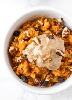 Phase 3 (sub stevia for honey, omit raisins, and use cup nuts) This sweet potato breakfast bowl is an easy, make-ahead healthy breakfast that tastes like sweet potato casserole! Makes 2 veggie/healthy fat servings. Sweet Potato Breakfast, Breakfast Potatoes, Make Ahead Breakfast, Easy Healthy Breakfast, Breakfast Bowls, Healthy Snacks, Healthy Recipes, Healthy Breakfasts, Breakfast Ideas