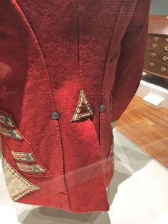 Details of the back of an original coatee. Note the pockets and details of the bending British Army Uniform, War Of 1812, Military Uniforms, Bending, Regency, 18th Century, A3, Leather Jacket, Pockets