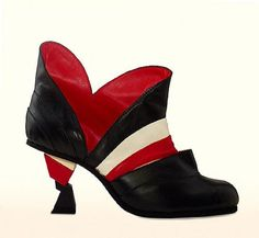 Merryl Tielman  The blufpoker shoe is based on playing card symbols and is also inspirered by the Memphis style of the eighties. Material: calf leather, rubber sole.