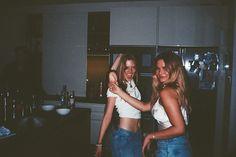 Foto Best Friend, Best Friend Photos, Best Friend Goals, Cute Friends, Best Friends, Film Pictures, Kodak Pictures, Party Pictures, Cute Friend Pictures