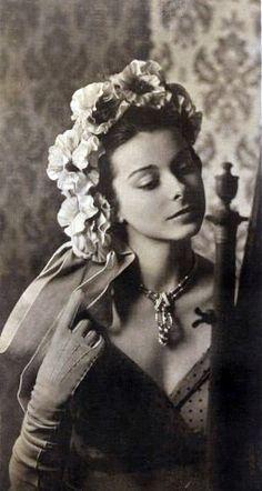 Caroline Reboux - Chapeau 'Couronne de Fleurs' - 1948