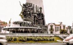 Fuente de petroleos durante la de cada de los 1950s. Paseo de la Reforma y Av. del Castillo hoy Periferico.