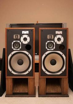 Pioneer stereo speakers on stands Radios, Pioneer Audio, Radio Antigua, Retro, Wall Of Sound, Professional Audio, Dj Equipment, Speaker Design, Speaker Stands