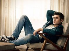 Learn How to get Zac Efron's Effortless Style - zac efron converse leather jacket blue jeans mens - High School Musical, Zac Efron Movies, Actrices Sexy, Baywatch, Vanessa Hudgens, Look Cool, Celebrity Crush, Marie Claire, Hugo Boss