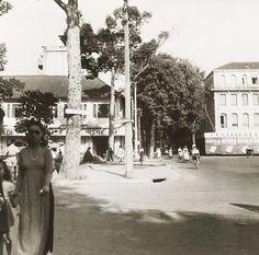 Saïgon. Place Francis-Garnier (du Théâtre) et rue Catinat 1947
