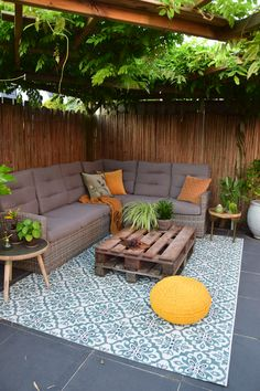 Backyard Furniture, Outdoor Furniture Sets, Outdoor Decor, Backyard Greenhouse, Backyard Patio, Garden Design Images, Hm Home, Patio Tiles, Fire Pit Seating