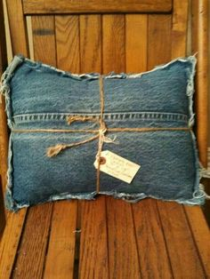 Upcycled denim jeans travel or lumbar pillow with fringed edge Jean Crafts, Denim Crafts, Diy Jeans, Jeans Recycling, Diy Vetement, Memory Pillows, Denim Ideas, Recycled Denim, Denim Bag