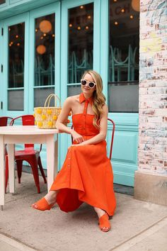 A cut out orange dress for summer and a pom pom basket bag // Atlantic-Pacific Blue Beach Dresses, Cute Summer Dresses, Summer Outfits, Long Dresses, Spring Fashion Trends, Spring Summer Fashion, Autumn Fashion, Gingham Jumpsuit, Style Photoshoot