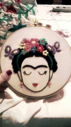 Bordado Mexicano Frida by rosalind Mexican Embroidery, Embroidery Hoop Art, Hand Embroidery Patterns, Beaded Embroidery, Cross Stitch Embroidery, Embroidery Designs, Learn Embroidery, Hobbies And Crafts, Diy And Crafts