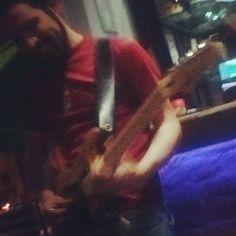Desde la óptica de mi chica ayer en grillé... Con la franela de la seleccion #vinotinto de #venezuela #music #musica #bogota #colombia #show #concert #bar #guitar #guitarist #fender #fenderstratocaster #bluesman #blues #jazz #funk #rock by harold0852