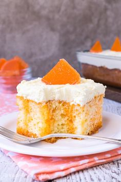 Creamsicle Poke Cake - this easy orange creamsicle cake has orange Jello stripes and a fluffy vanilla mousse frosting. Great recipe to share at parties and picnics! Orange Creamsicle, Creamsicle Cake, Orange Jello, Poke Cake Jello, Poke Cake Recipes, Poke Cakes, Jello Recipes, Pudding Frosting, Pudding Cake