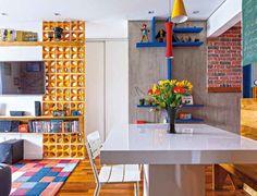 Revista Decorar mais por menos :: Cores primárias em destaque - O apartamento de 45 m² voltou à vida depois de uma reforma que lhe rendeu divisórias criativas e tons vibrantes