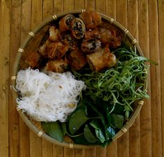 Un plat délicieux Vietnamien Bo Bun Nem #vietnam