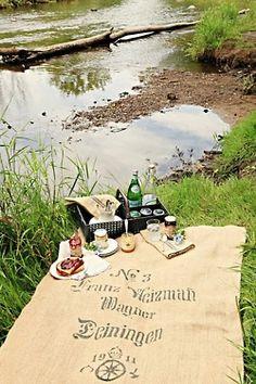 Cualquier sitio es bueno para tomar un aperitivo :) #lovermut #picnic