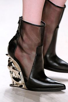 David Koma - Fall 2012 - RTW - Details - via: beboldwearblack: - Imgend Your Shoes, New Shoes, Dream Shoes, Women's Shoes, Black Shoes, Wedge Boots, Shoe Boots, David Koma, Unique Shoes