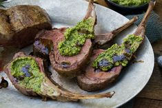 Lamsrack met pesto verde van de BBQ