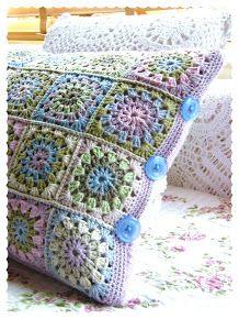 Annie's Place: Happy Flower Block Tutorial...crochet pattern for pilow