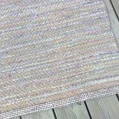 Trasmatta i gåsögon, drygt 3 m, ca 88 cm bred. Till salu. Pris: 1750 kr #matta #trasor #trasmatta #syfröken #vävning #väva #heminredning #gåsögon