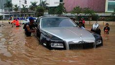 Memasuki musim penghujan seperti skarang ini sering membuat jalan tergenang air. Bila kedalaman air masih bisa terjangkau mobil, Anda sebaik...