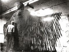 sculpture by ilhan koman Turkish Art, Kinetic Art, Modern Sculpture, Metal Sculptures, Art And Architecture, Art Studios, Abstract Expressionism, Paper Art, Sculpting