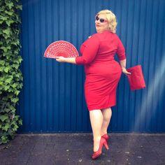 GermanCurves: Monochrome – Lady in Red Xl Mode, Plus Size Kleidung, Pin Up Style, Pencil Dress, Big And Beautiful, Lady In Red, Plus Size Outfits, Plus Size Fashion, Plus Size Women