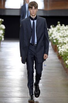 Dior Homme - Spring 2016 Menswear - Look 2 of 47?url=http://www.style.com/slideshows/fashion-shows/spring-2016-menswear/dior-homme/collection/2