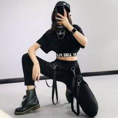 Bad Girl Outfits, Hip Hop Outfits, Stage Outfits, Kpop Outfits, Edgy Outfits, Korean Girl Fashion, Korean Street Fashion, Kpop Fashion, Crop Top Y Shorts