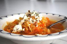 Snabb linssoppa toppad med örtfetaost - Denna superenkla linssoppa ges ett lyft genom att toppas med fetaost. Smaklig soppmåltid!